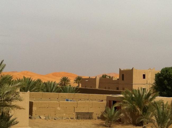 メルズーガ Kasbah Mohayut ルーフテラスからの眺め