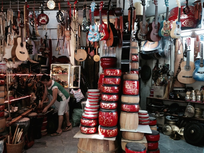 ハノイ旧市街 楽器