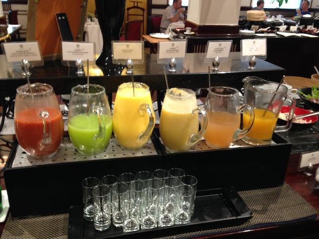 ソフィテルレジェンドメトロポール 朝食ジュース