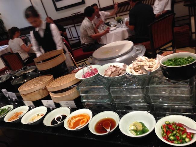 ソフィテルレジェンドメトロポール 朝食ベトナム料理