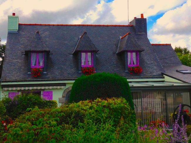 フランス ブルターニュのお家 紫