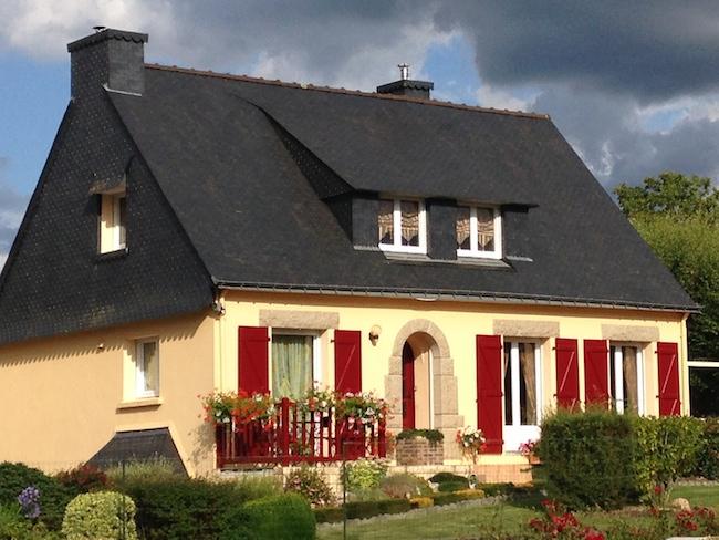 フランス ブルターニュのお家 レッド