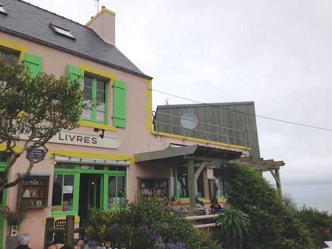 フランス ロキレック 本屋カフェ