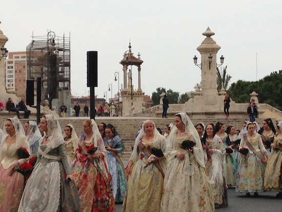 fallas-procession-bridge