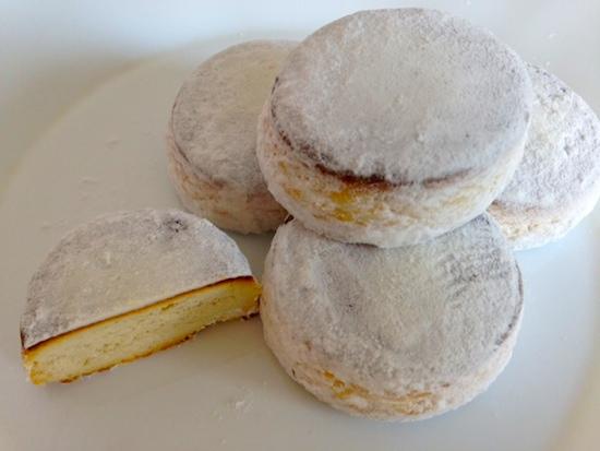 スペインのお菓子、ポルボロンとは?意味通りの儚い口溶けです