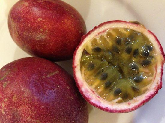 色んな意味で毒性が!パッションフルーツの私的栄養効能と味と食べ方